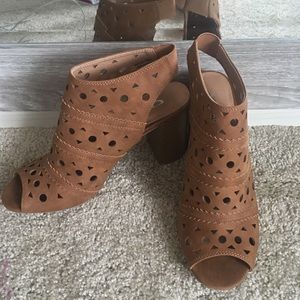 Chinese Laundry Laser Cut Booties 10M NWOT